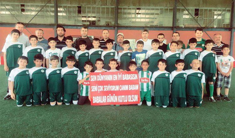 Futbol Okullarımızda babalar ile oğulları güzel bir organizasyona imza attı