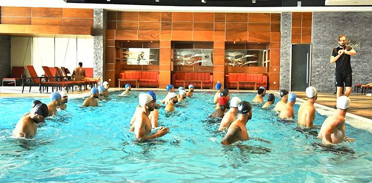 İttifak Holding Konyaspor'umuz havuzda çalıştı