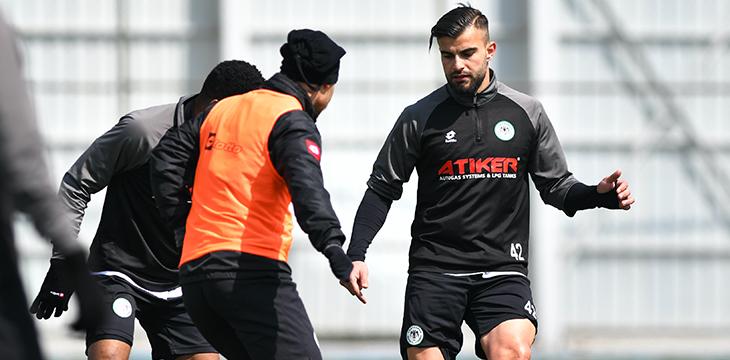 İttifak Holding Konyaspor'umuz günü taktik antrenmanla değerlendirdi