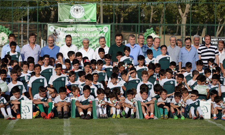 Atiker Konyaspor Kulübü 1.Futbol Okulları şöleni yapıldı
