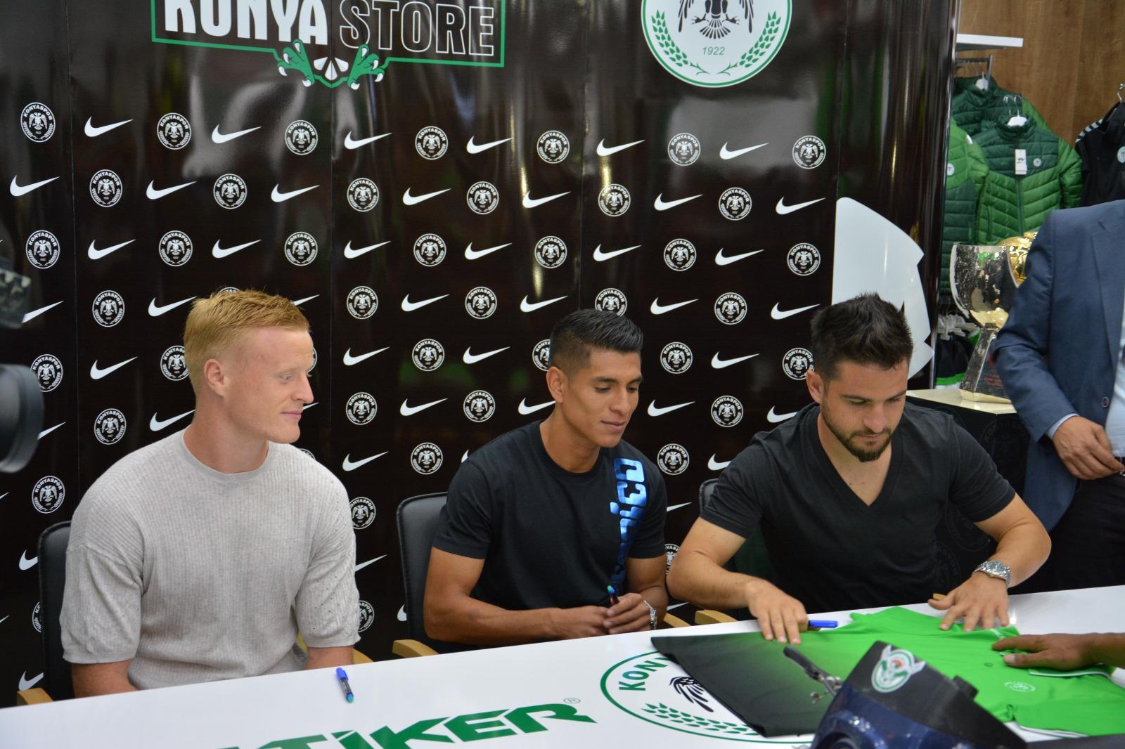 Üç futbolcumuzun İmza gününe yoğun ilgi