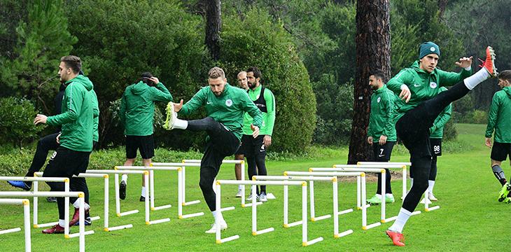 Atiker Konyaspor'umuz hazırlıklarına yoğun yağmur altında devam etti