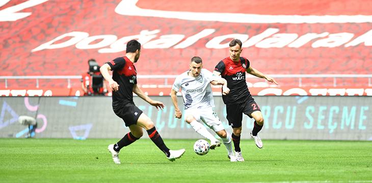 İttifak Holding Konyaspor'umuz F. Karagümrük engelini 5-1 ile geçti