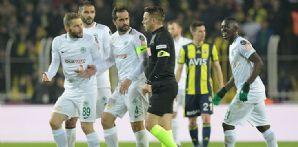 Atiker Konyaspor'umuza sezonda 87 sarı 4 kırmızı kart çıktı