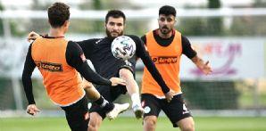 İttifak Holding Konyaspor'umuz günü tek antrenmanla değerlendirdi